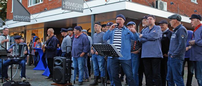 Shantykoor Kantje boord tijdens de Walk & Wine in Vaassen op 5 oktober 2018